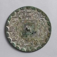 方格規矩蟠螭紋鏡-1