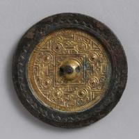 鍍金方格規矩渦紋鏡-1